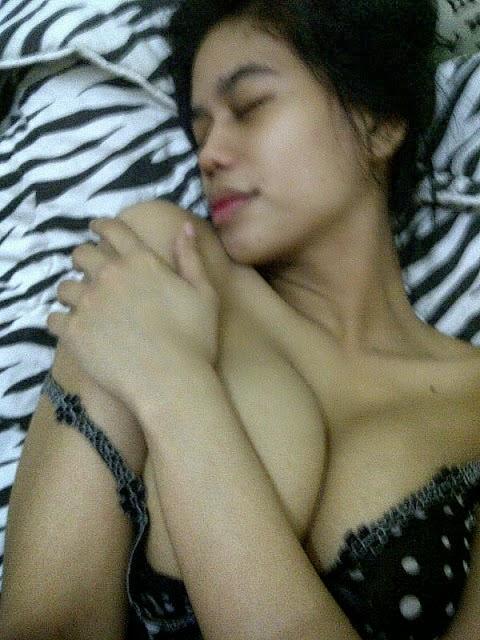 Mika Karunia si Toge Super - Update Foto Bugil ABG Indonesia